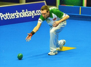 World-class bowler Paul raises awareness of Redwings